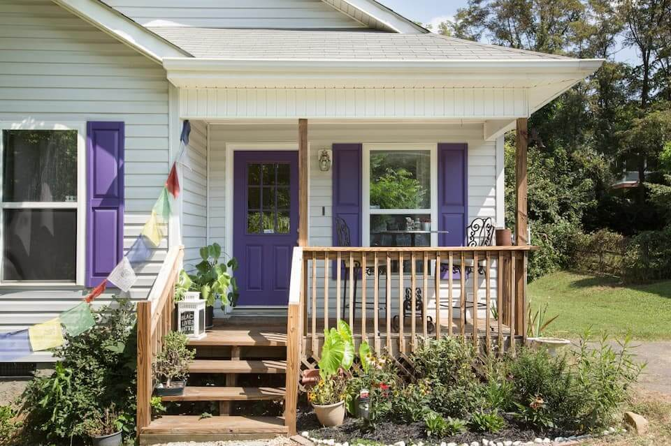 Great Airbnb for LGBTQ+ Travellers Cosy Bungalow Near Downtown