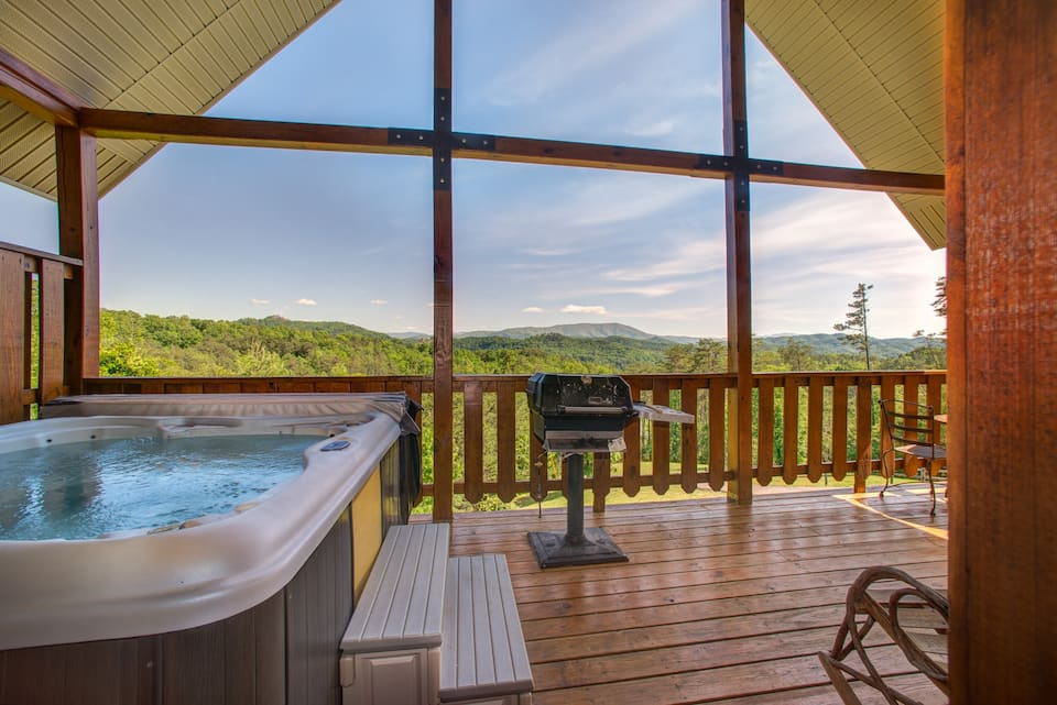 Cozy Dog Friendly Cabin with Hot Tub Pigeon Forge