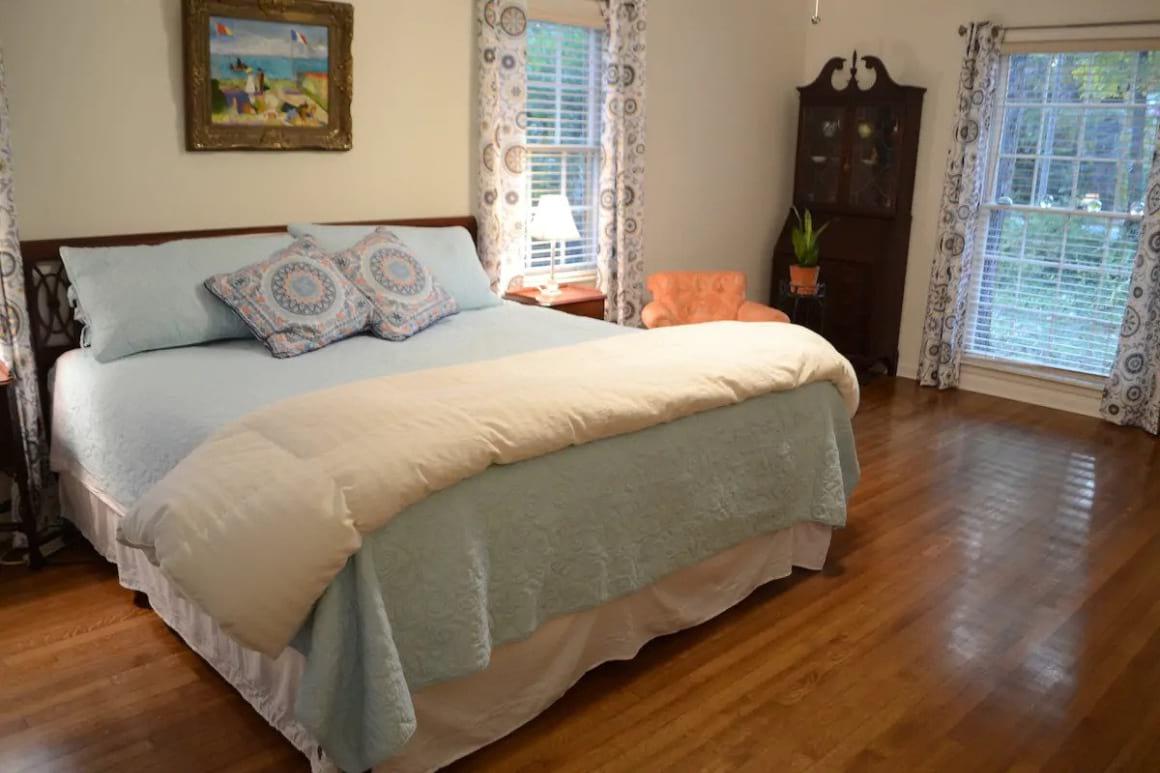 Lovely East Memphis Suite
