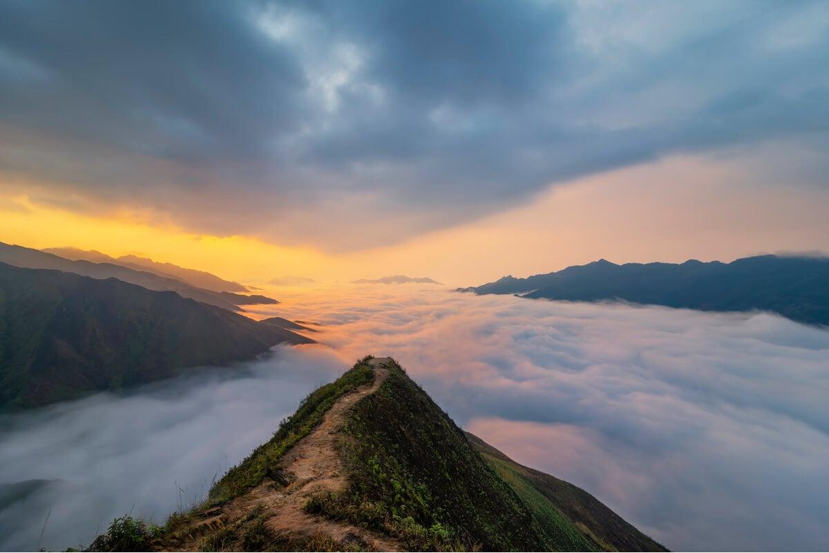 Going off the beaten track in Vietnam trekking at Ta Xua mountain range