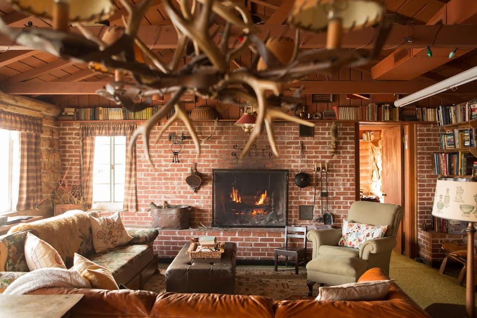 Charming Lakeside Cabin Oklahoma