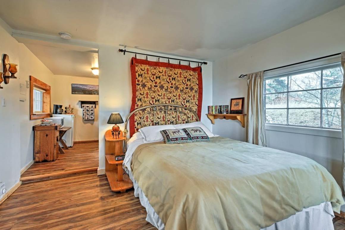 Cozy Cabin Studio