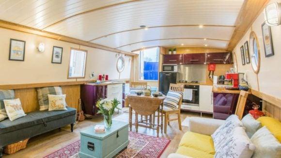 Explore Glasgow from a pristine houseboat, Glasgow