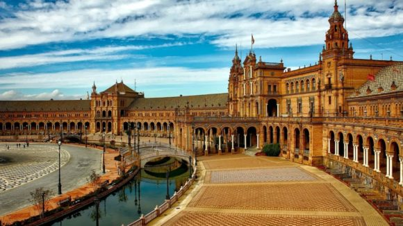 Can Americans travel to Spain