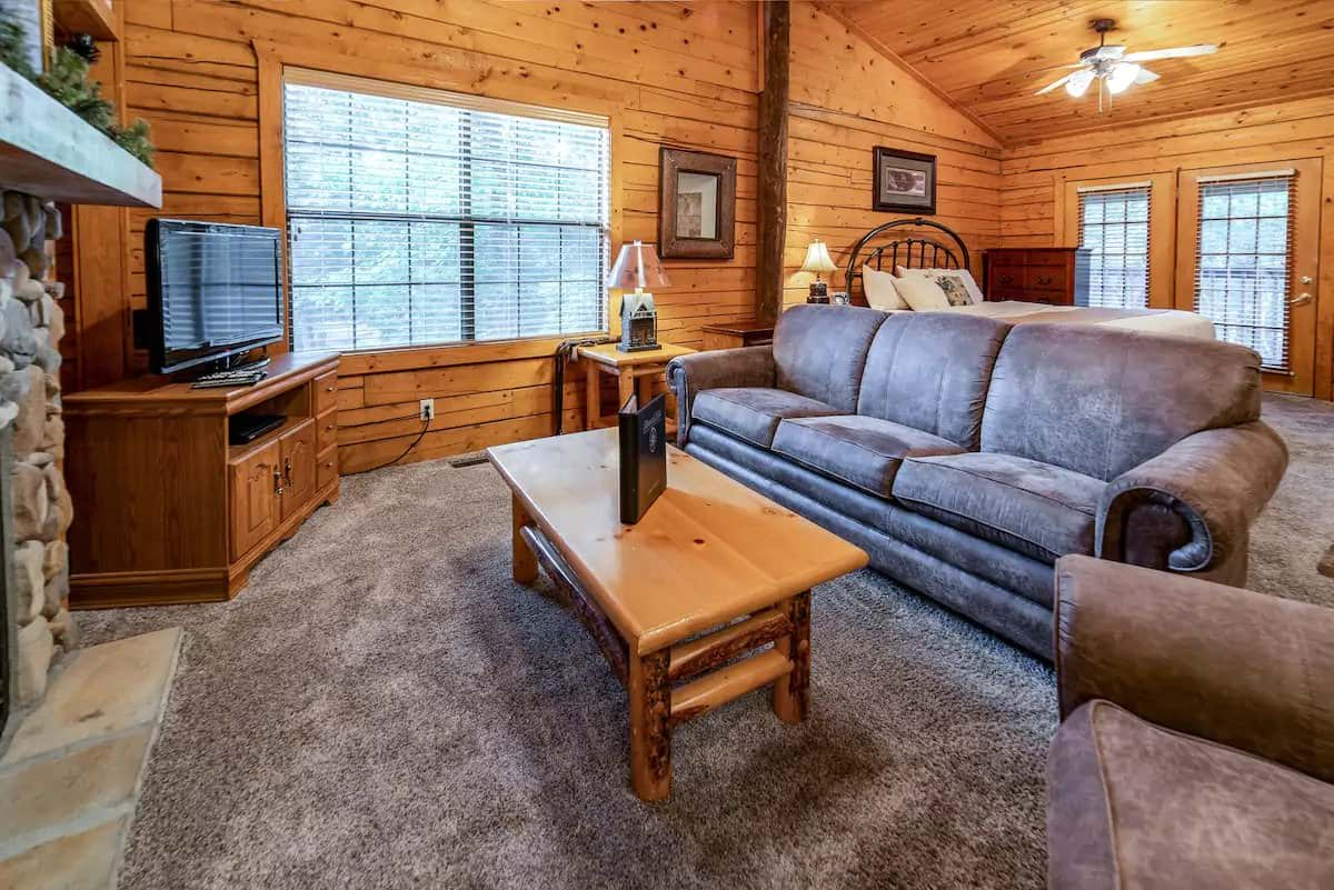 Cozy Log Cabin, Branson
