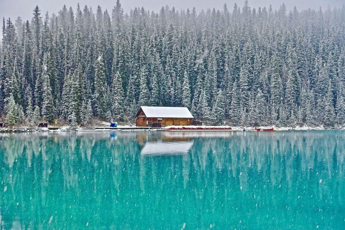 cabin lake louise canada