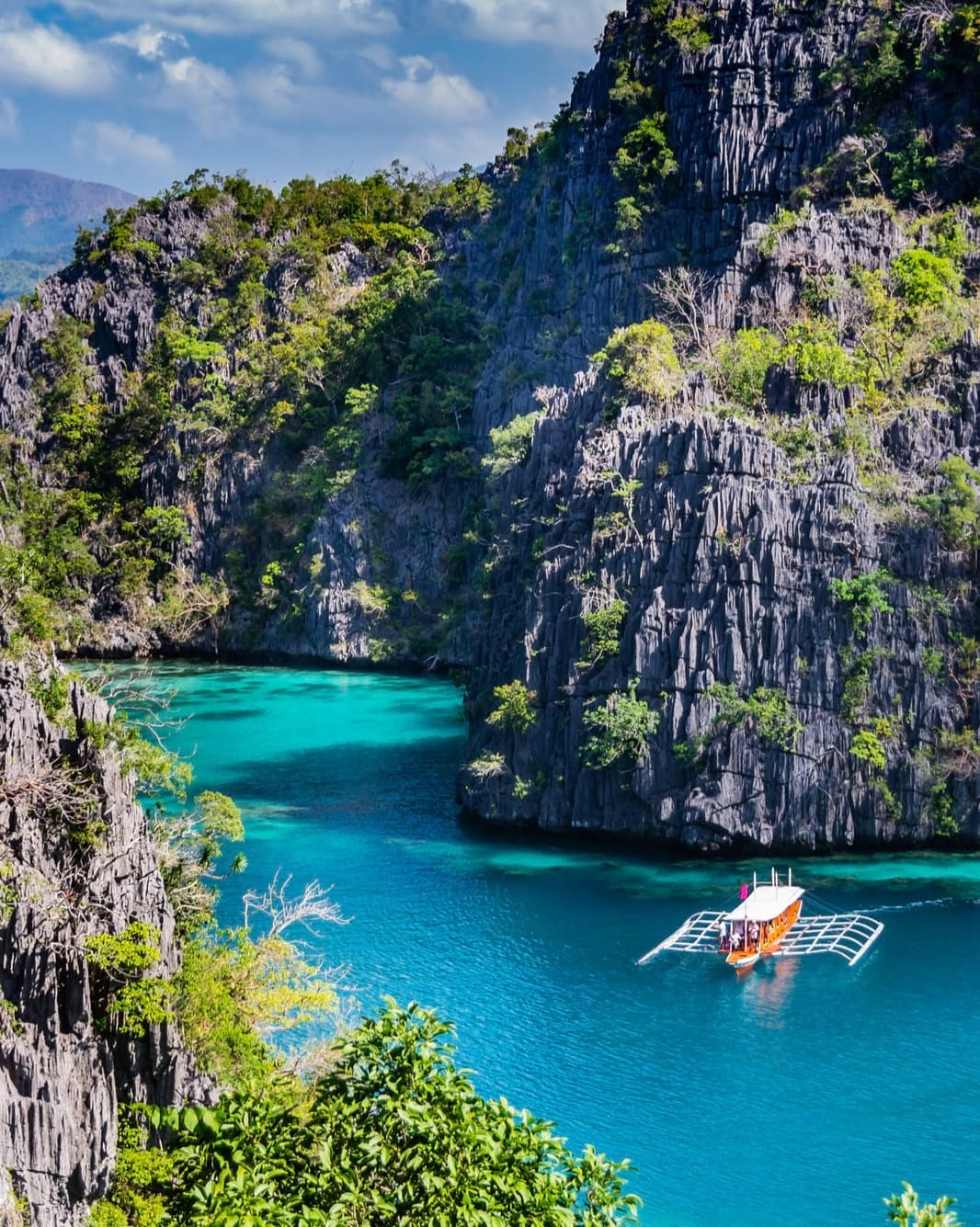 boat in bay of philippines
