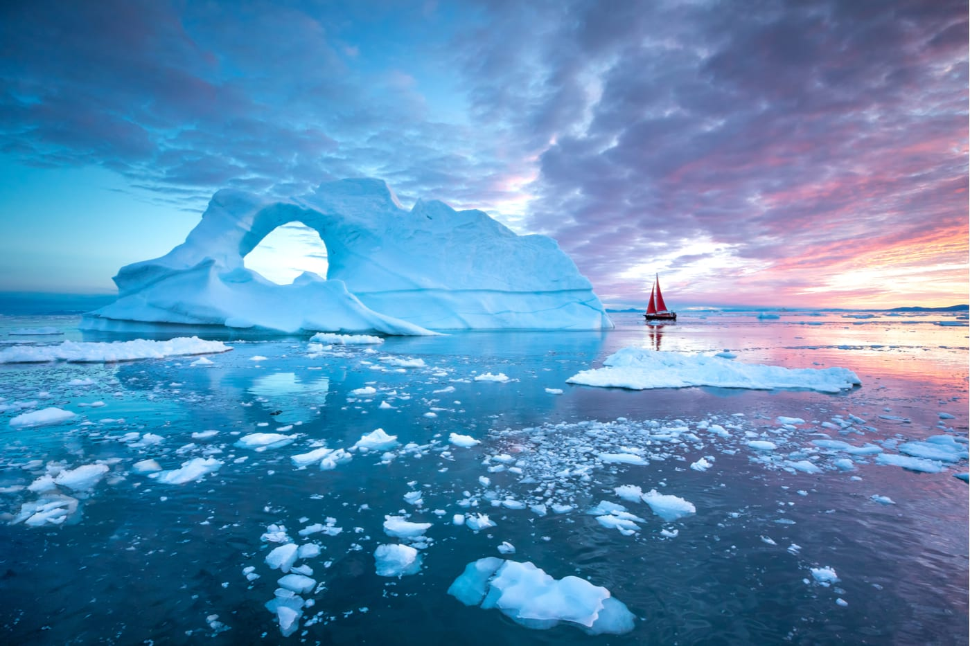 sailing in greenland around iceburgs
