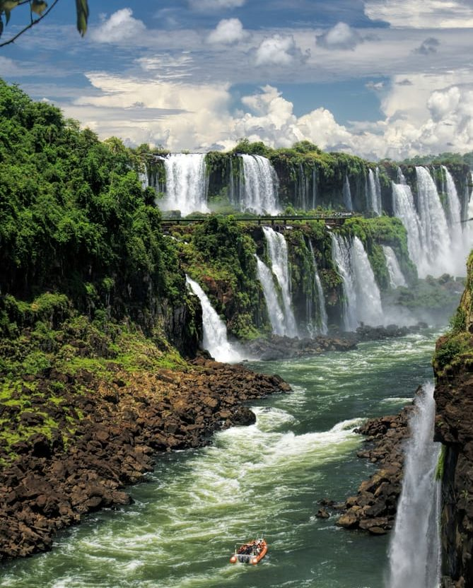 iguacu falls in brazil and argentina