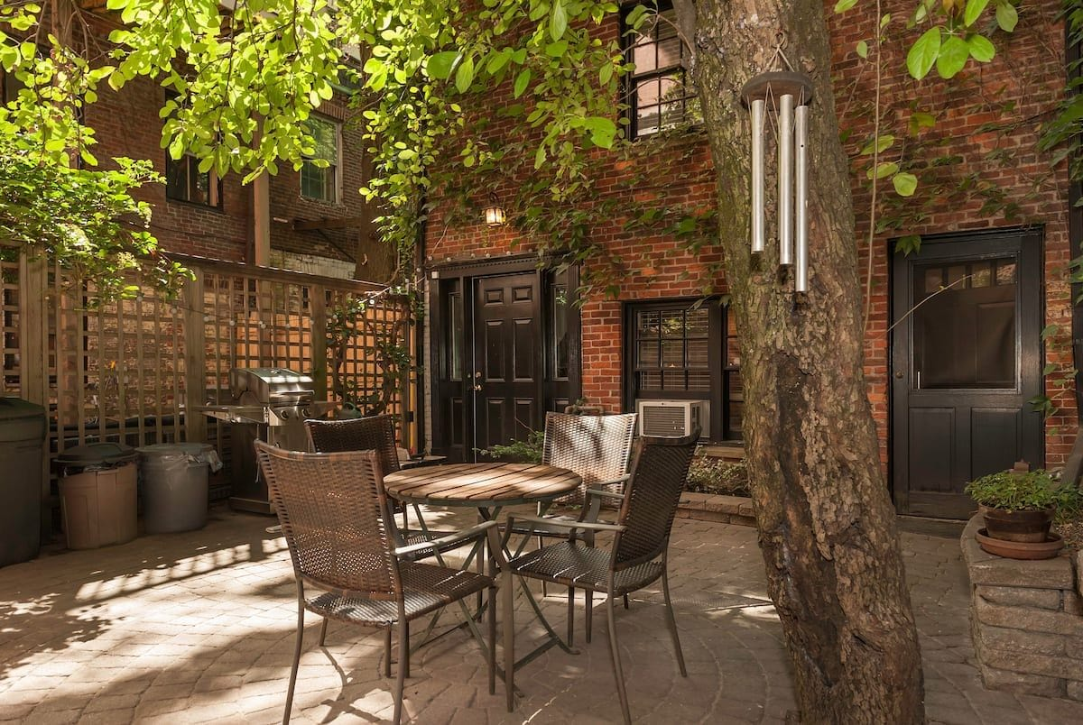 Beacon Hill Studio with Patio and Parking