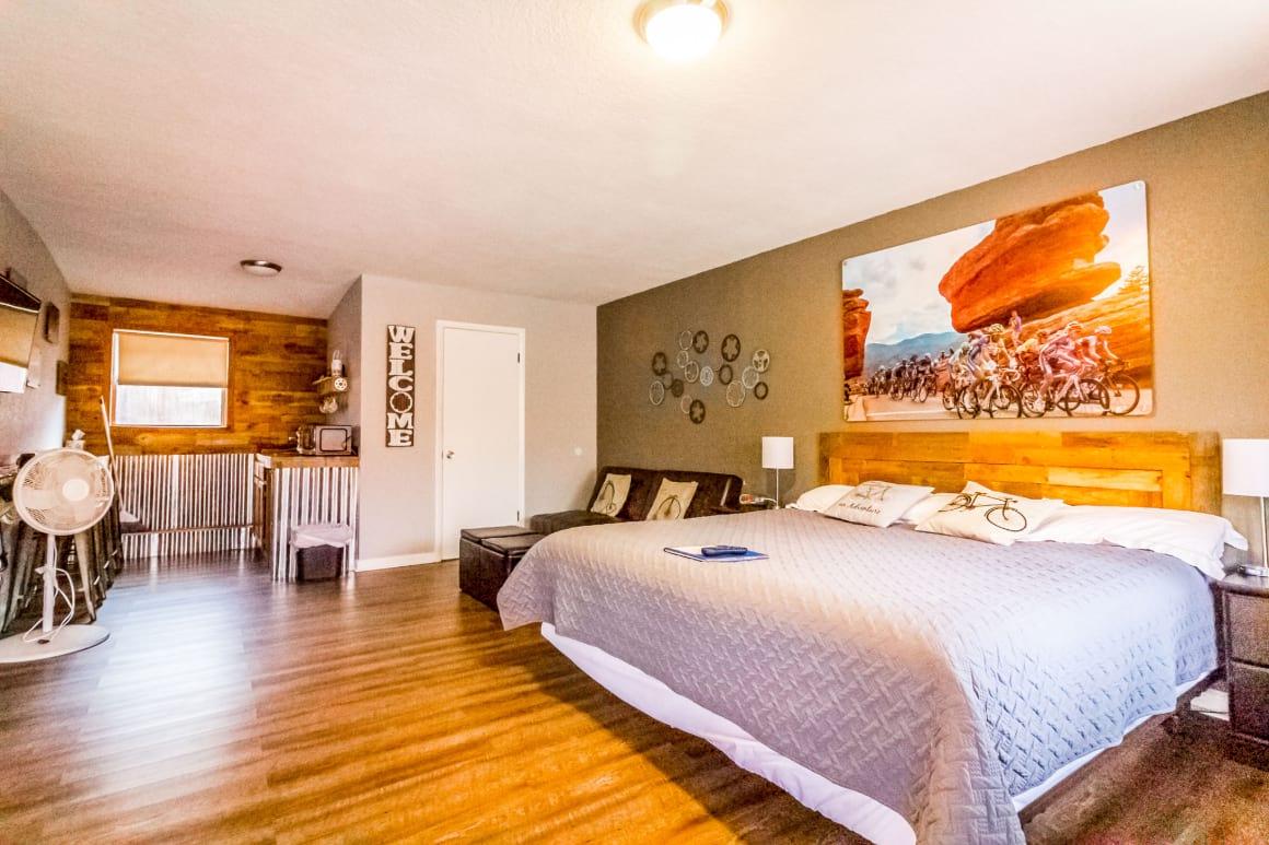 Buffalo Bicycle Lodge Resort best hostels in Colorado Springs