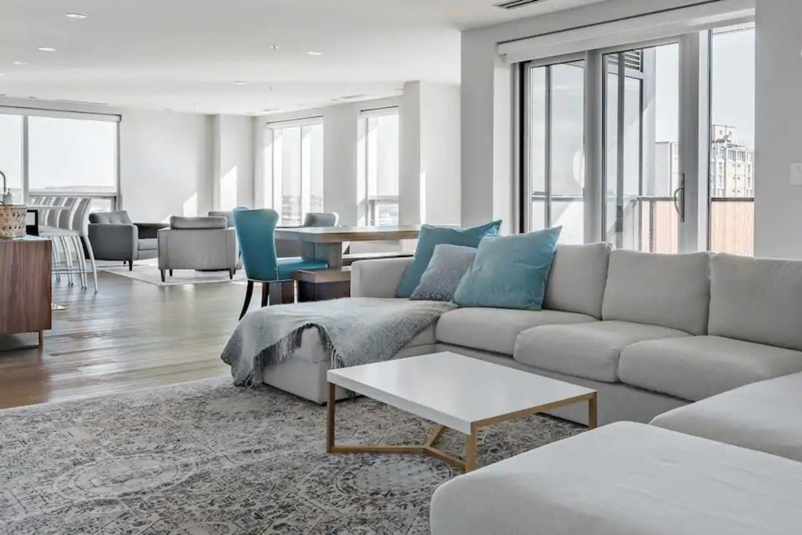 Roomy Penthouse with water views Halifax
