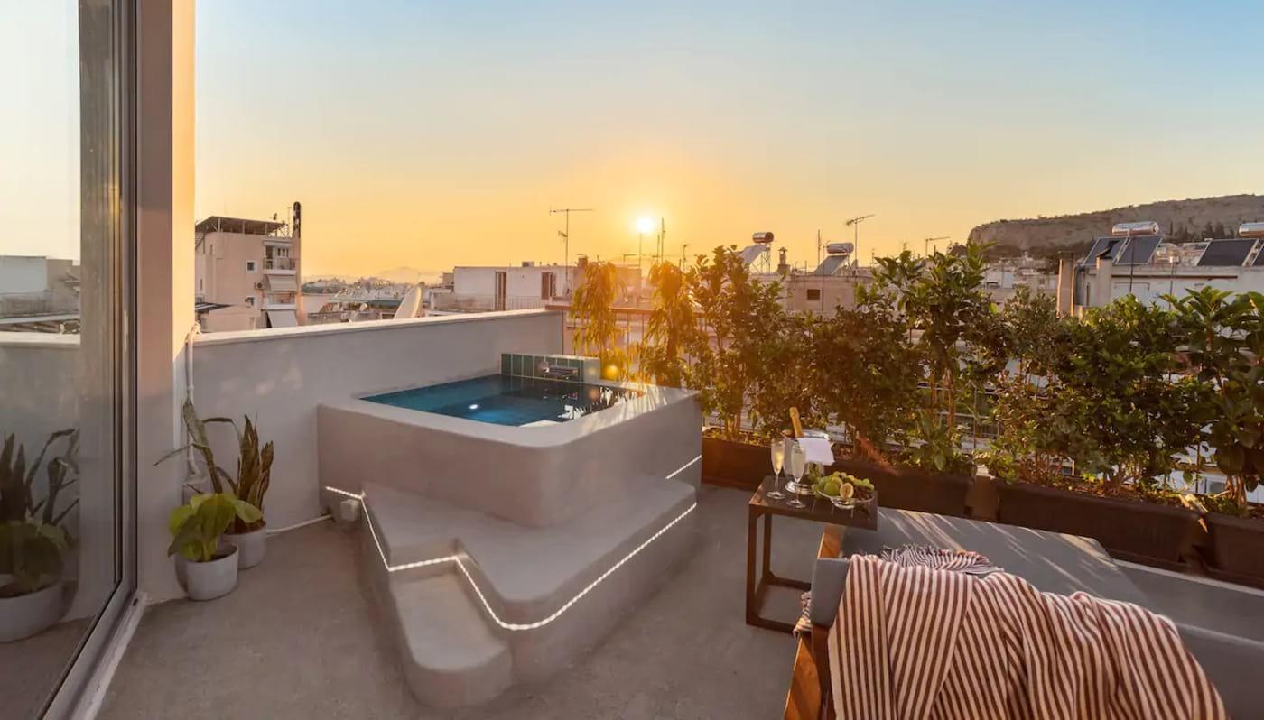 Top Floor Getaway Balcony and Pool Athens