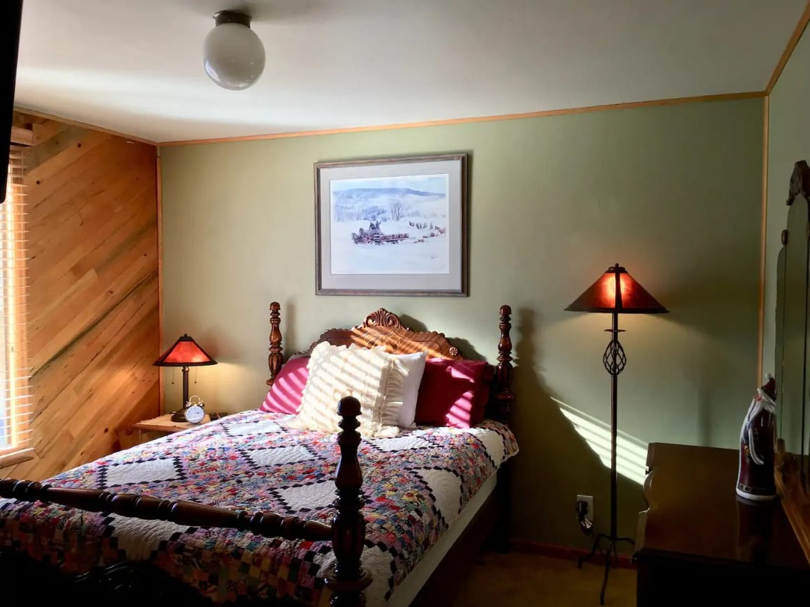 Charming Downtown Room, Steamboat Springs