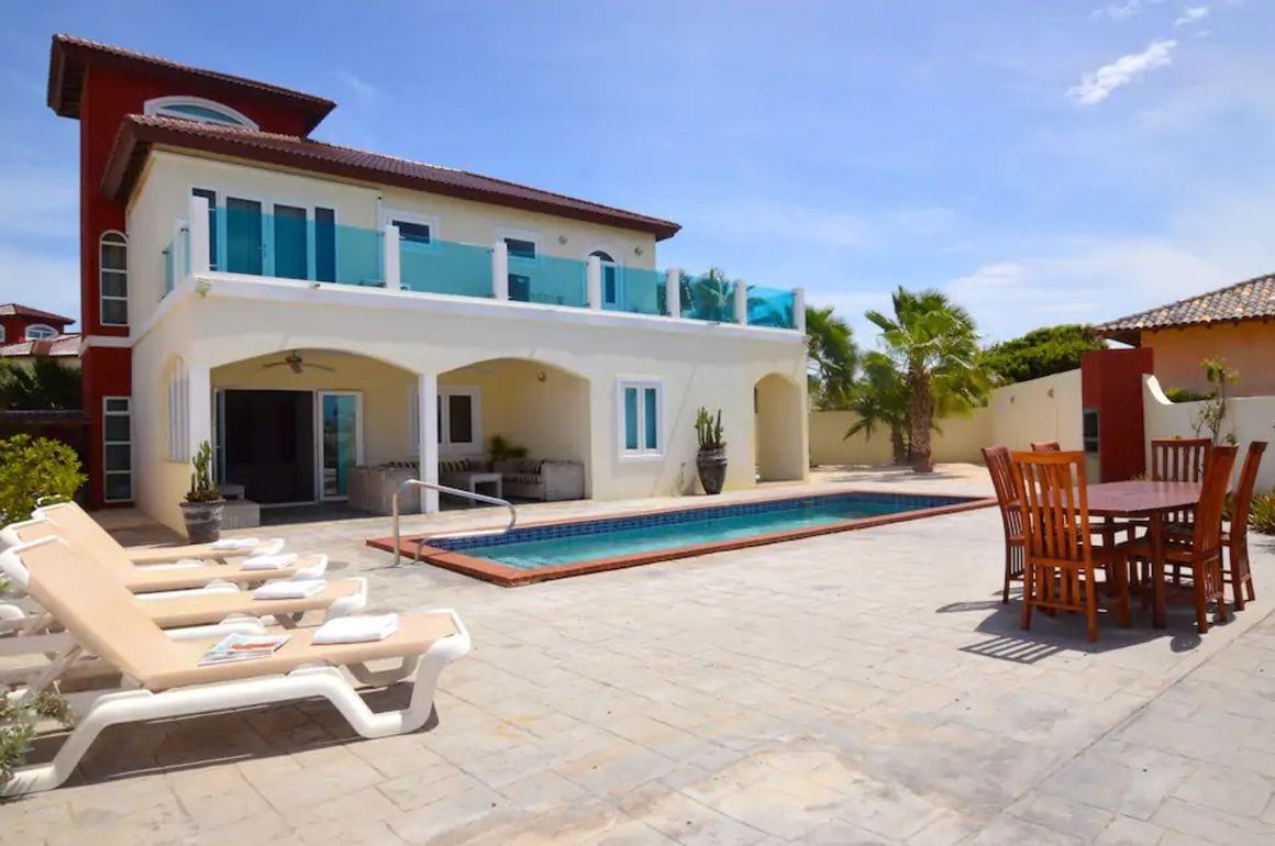 Villa and pool in gated community Aruba