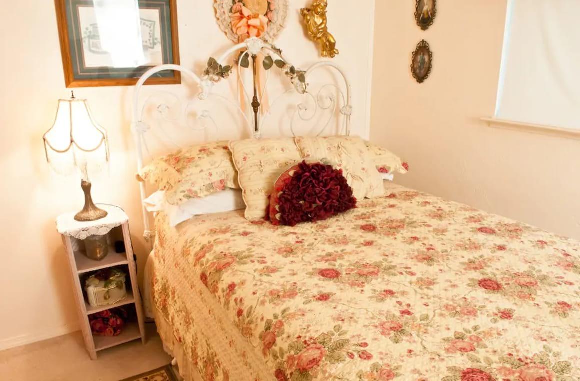 Bedroom in Private Mariposa Cottage, Yosemite