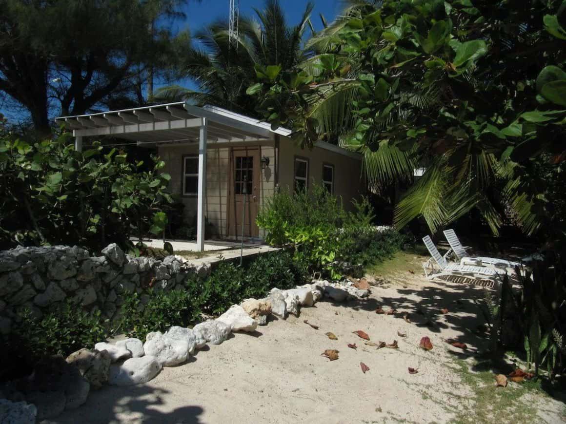 Castaway by the Sea, Cayman Island