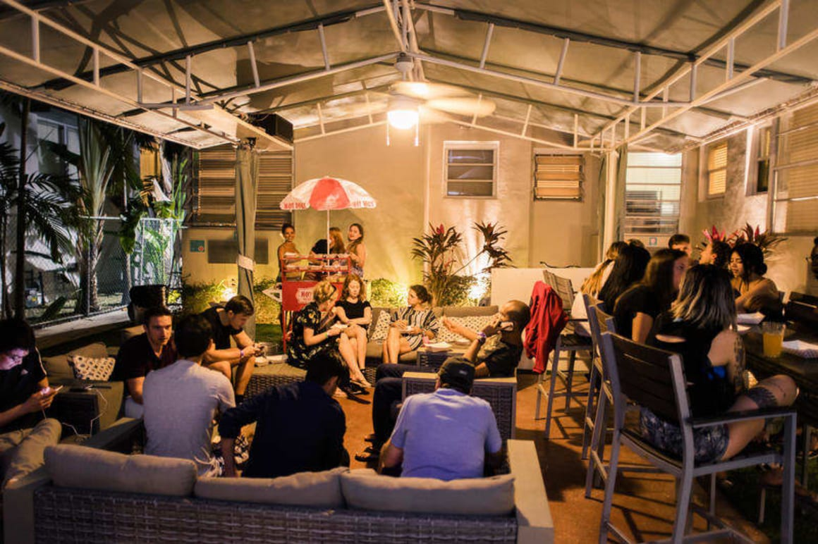 Beds and Drinks Party Hostel Miami
