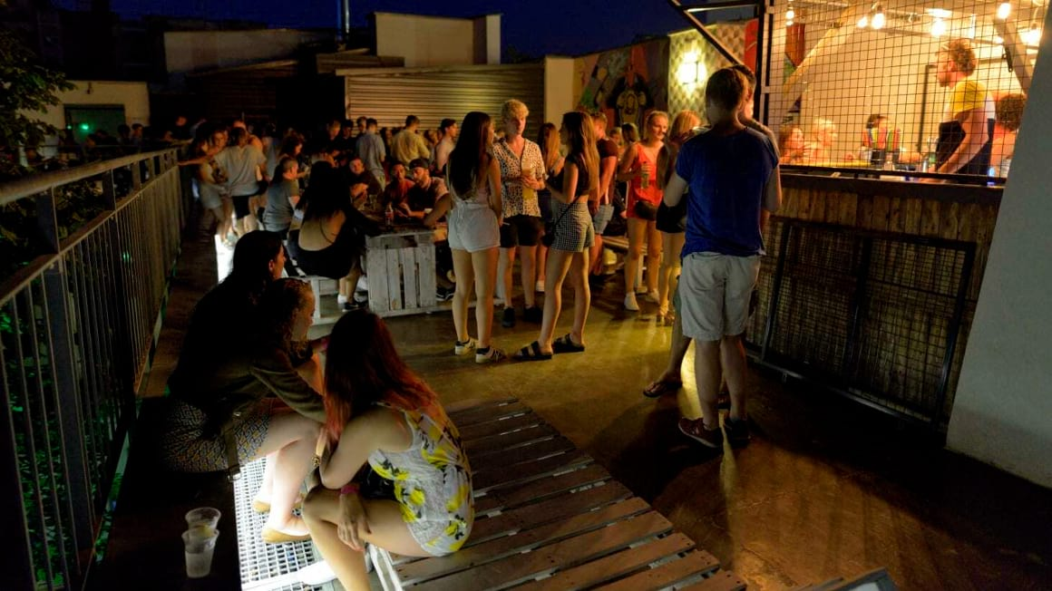The-Hive-Party-Hostel-Budapest_3