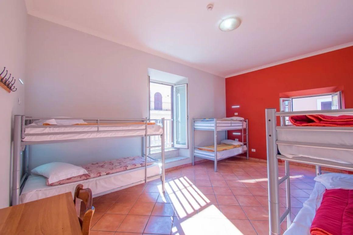 Alessandro Palace and Bar, Cheap Hostel Rome