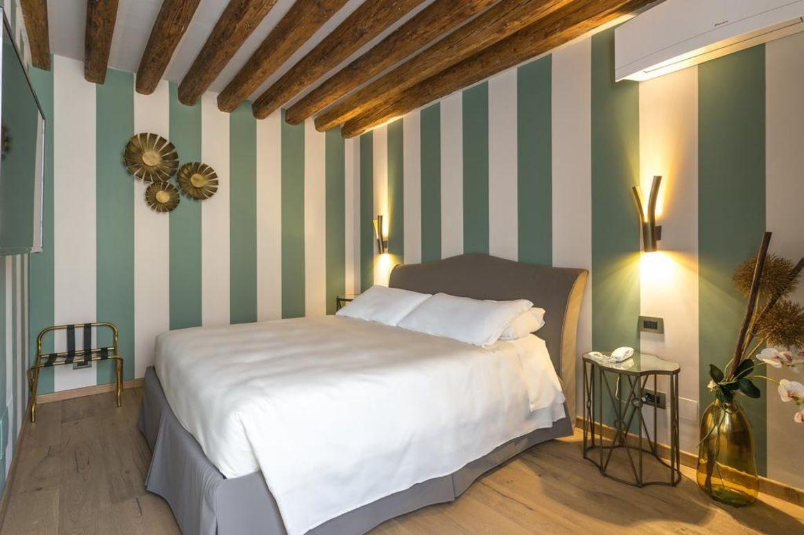 cheap hotels in Venice