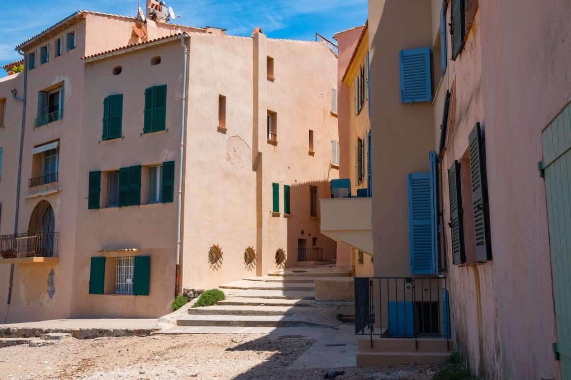 ttd Old Town Saint Tropez