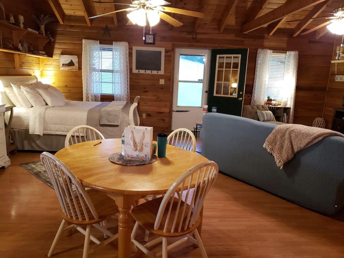 Misty Hills Secluded Farm Cabin, Kentucky
