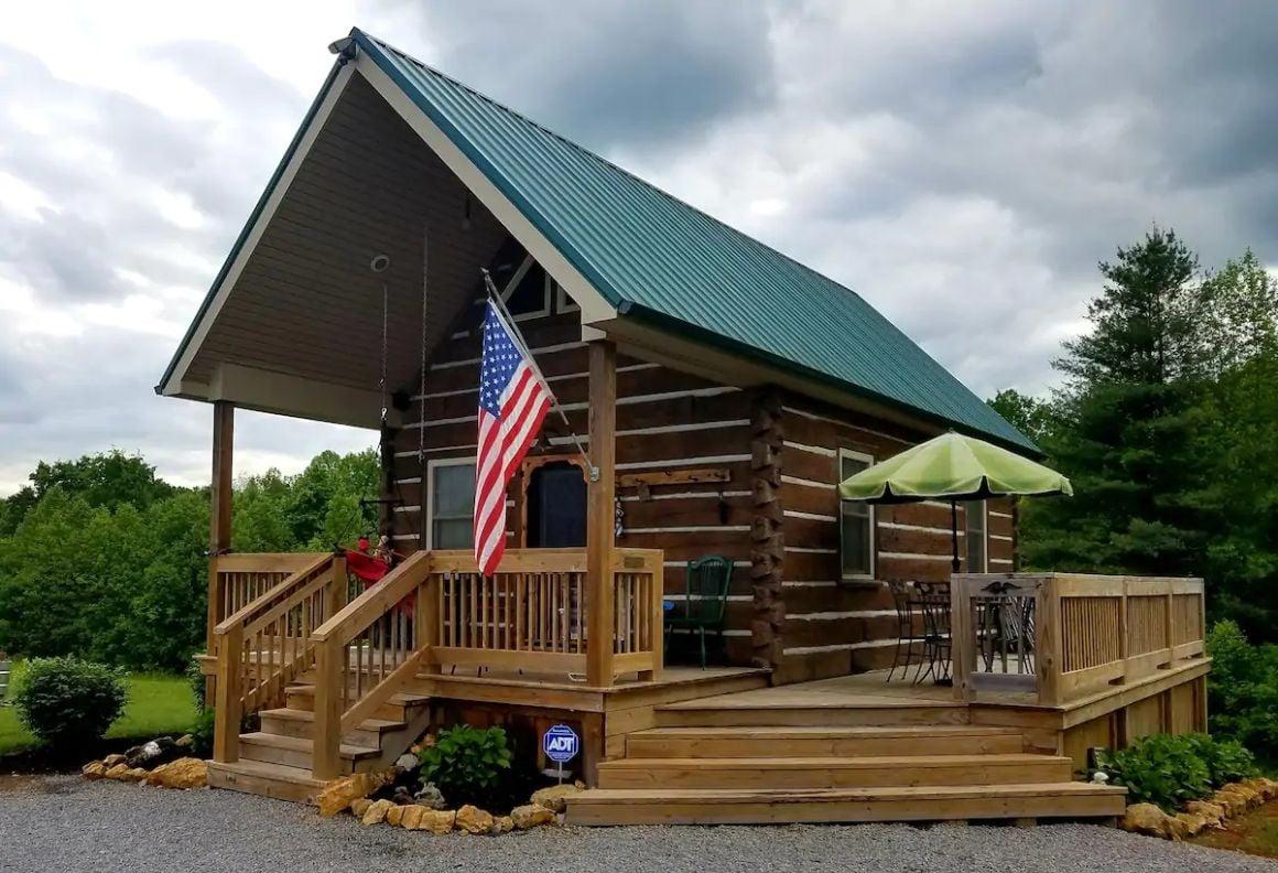 Sandy Acres Hobbit Cabin, Kentucky