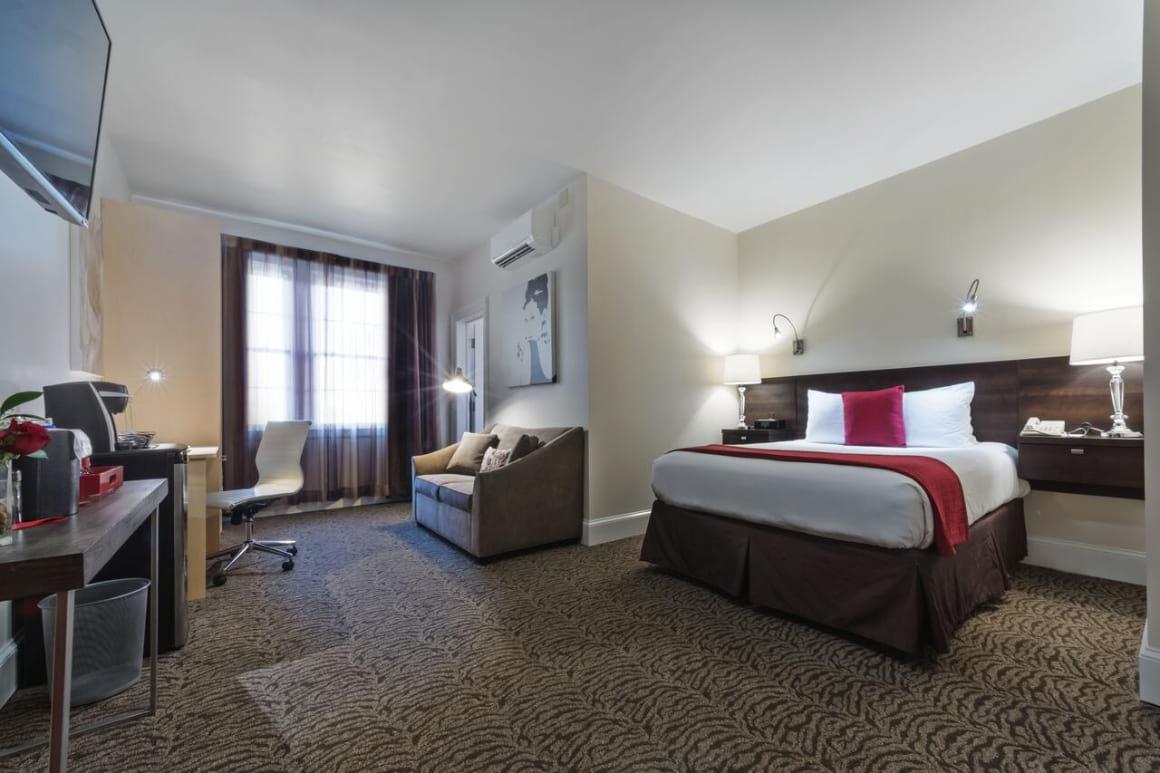 Artmore Hotel best hostels in Atlanta