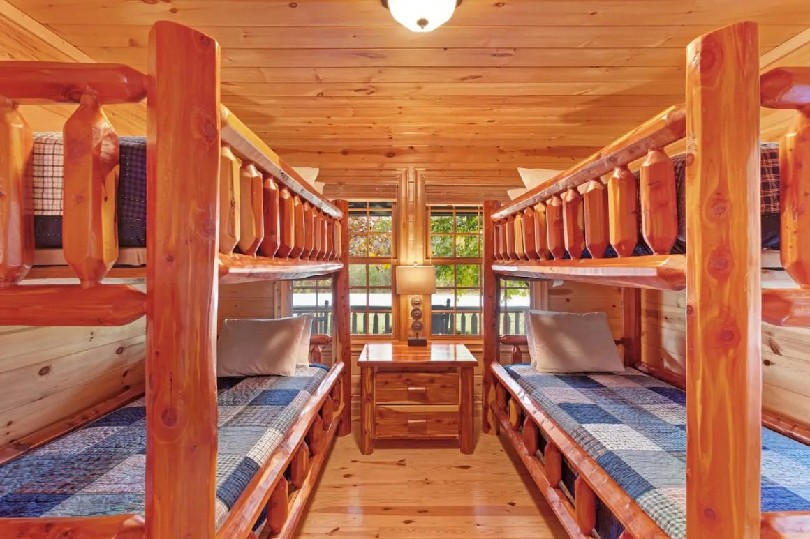 Cabin Surrounded by Nature in Saugatuck