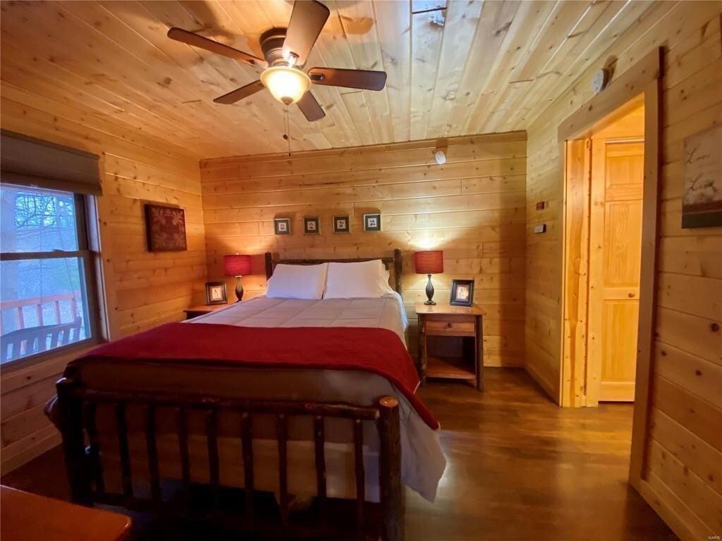 Couples Retreat Cabin