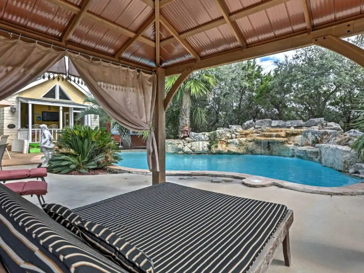 Entire Home in Helotes