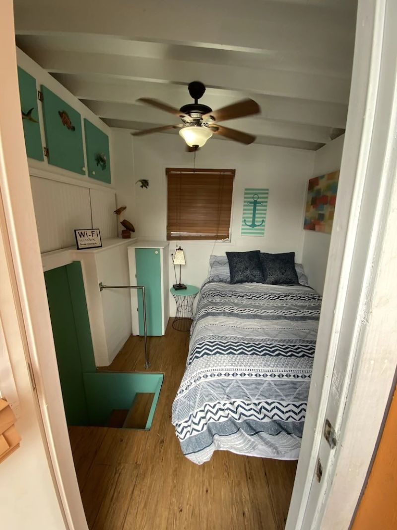 Adorable Houseboat on the River, Fort Lauderdale