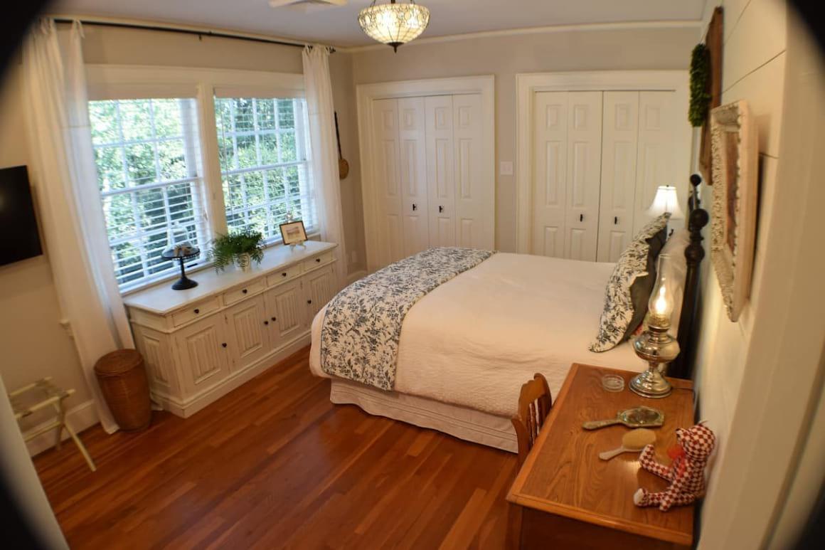 Holly and Ivy Inn Bed and Breakfast North Carolina