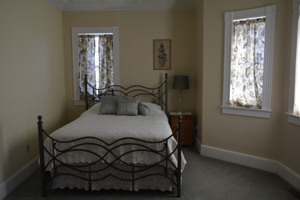 Lucindas On the Hill Bed and Breakfast Missouri