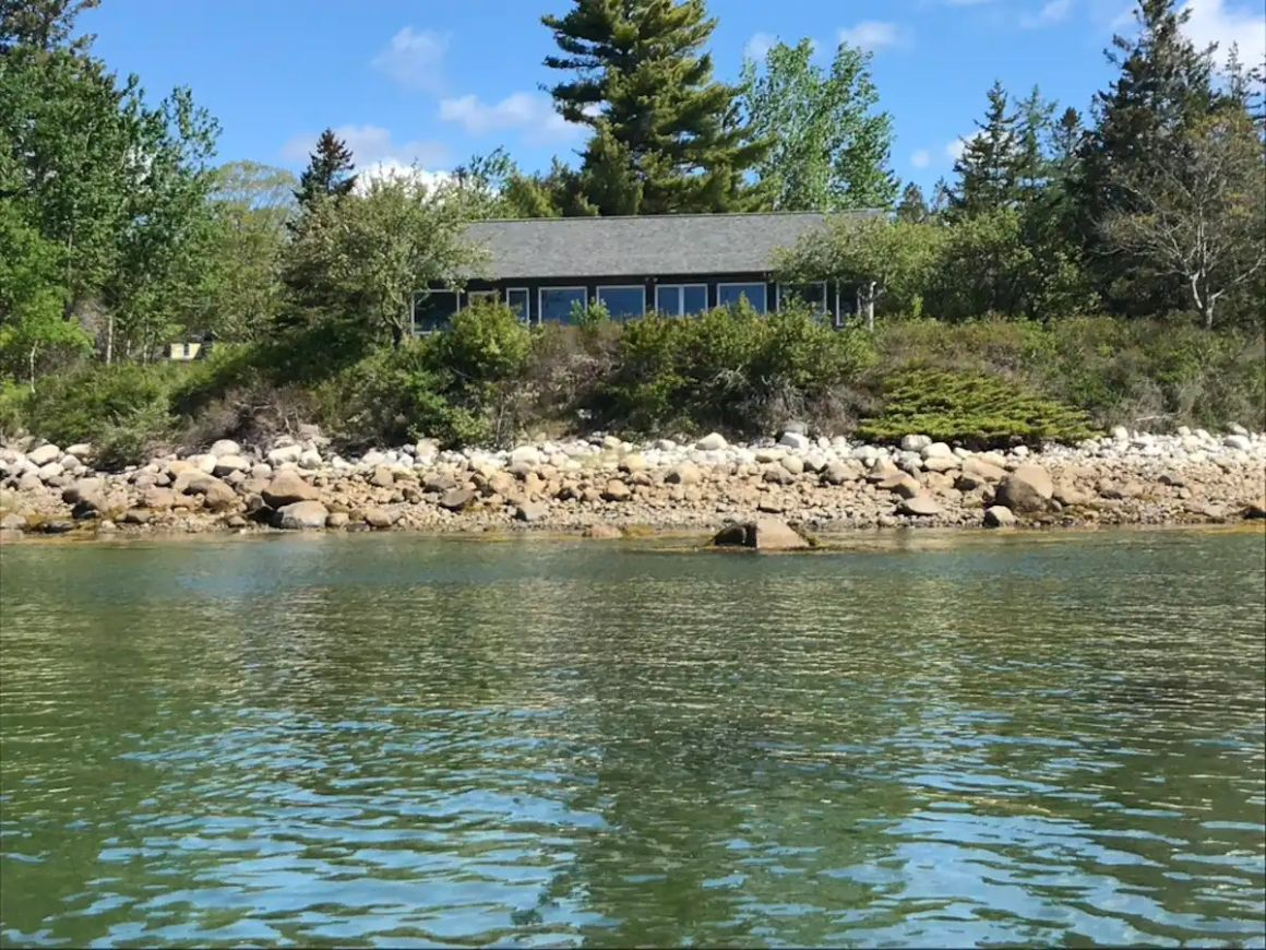 Secluded Shore Cottage, Maine