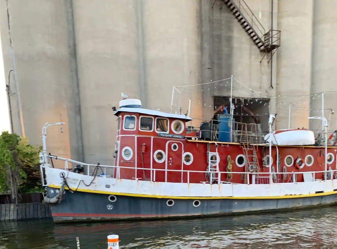 Milwaukee River Cruise