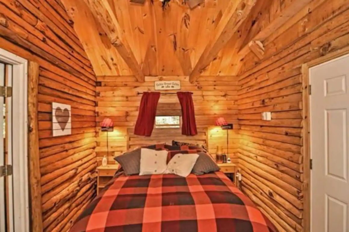 Adorable Log Cabin, New Hampshire