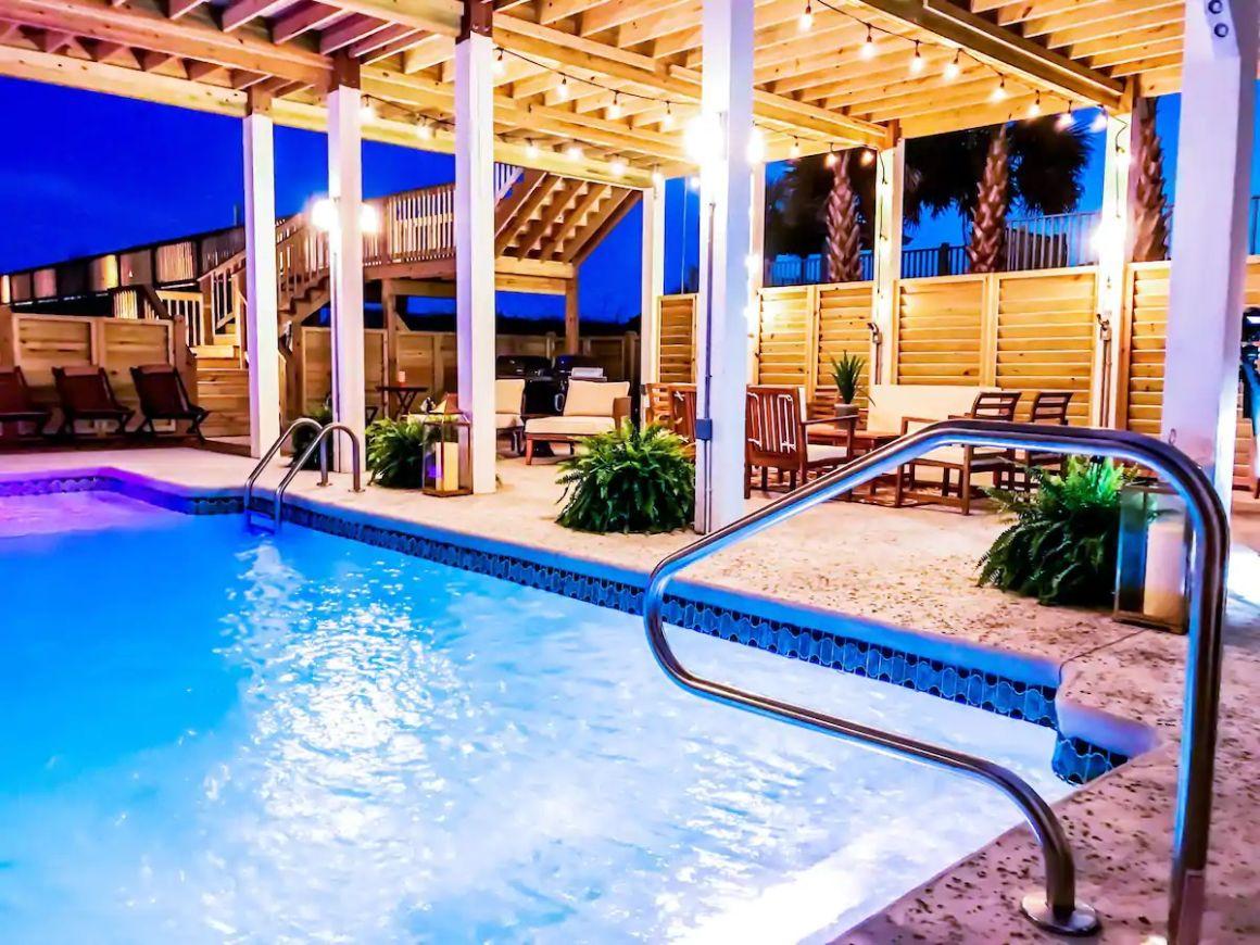 The Pineapple Beach Club, North Carolina