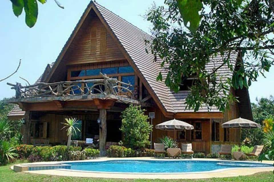 Spectacular Mountain View Villa