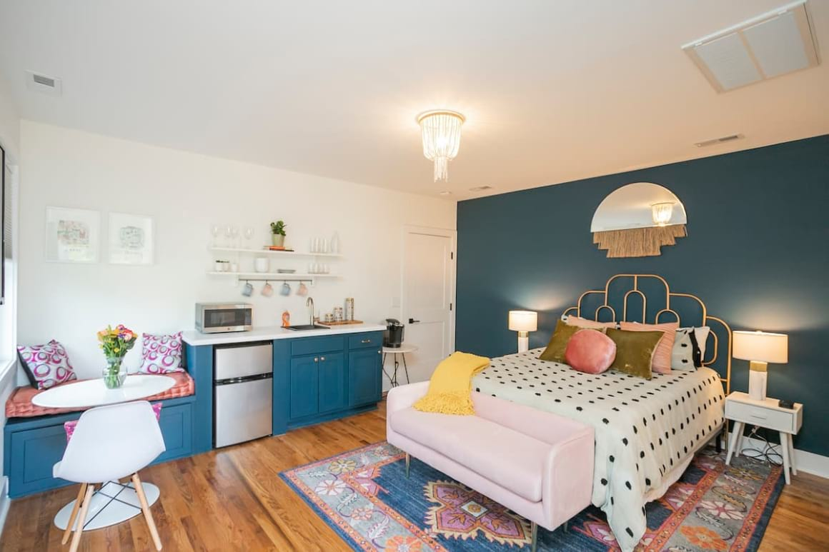 Sylvan Park Suite with Private Parking Hosted by Lauren