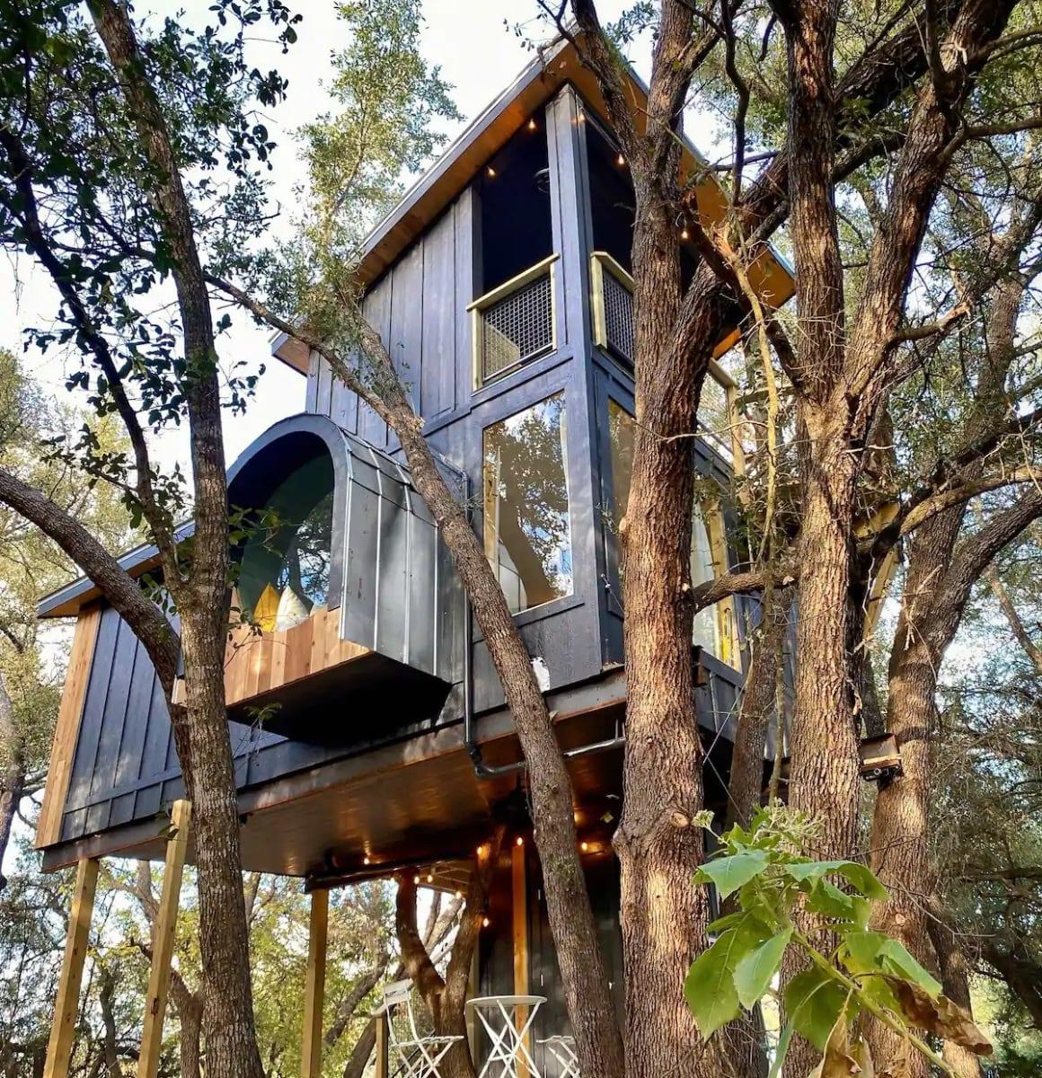 Treehouse at HoneyTree Farm