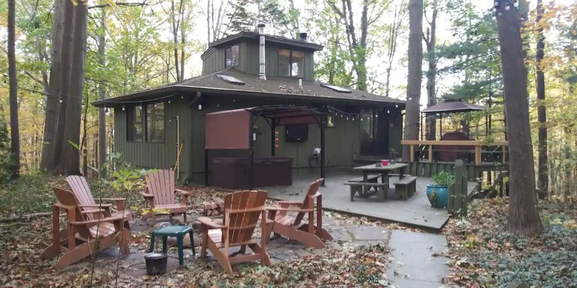 Whispering Pines Cottage in Saugatuck