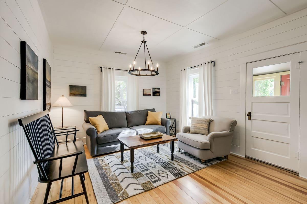Best Luxury Airbnb in Flagstaff Downtown Modern Farmhouse