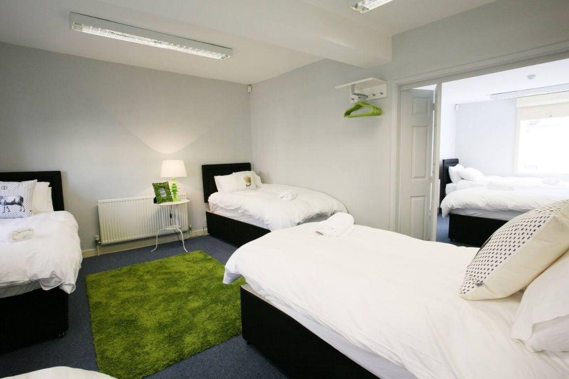 22 share 'MTV Valleys House' Cardiff Accommodatio