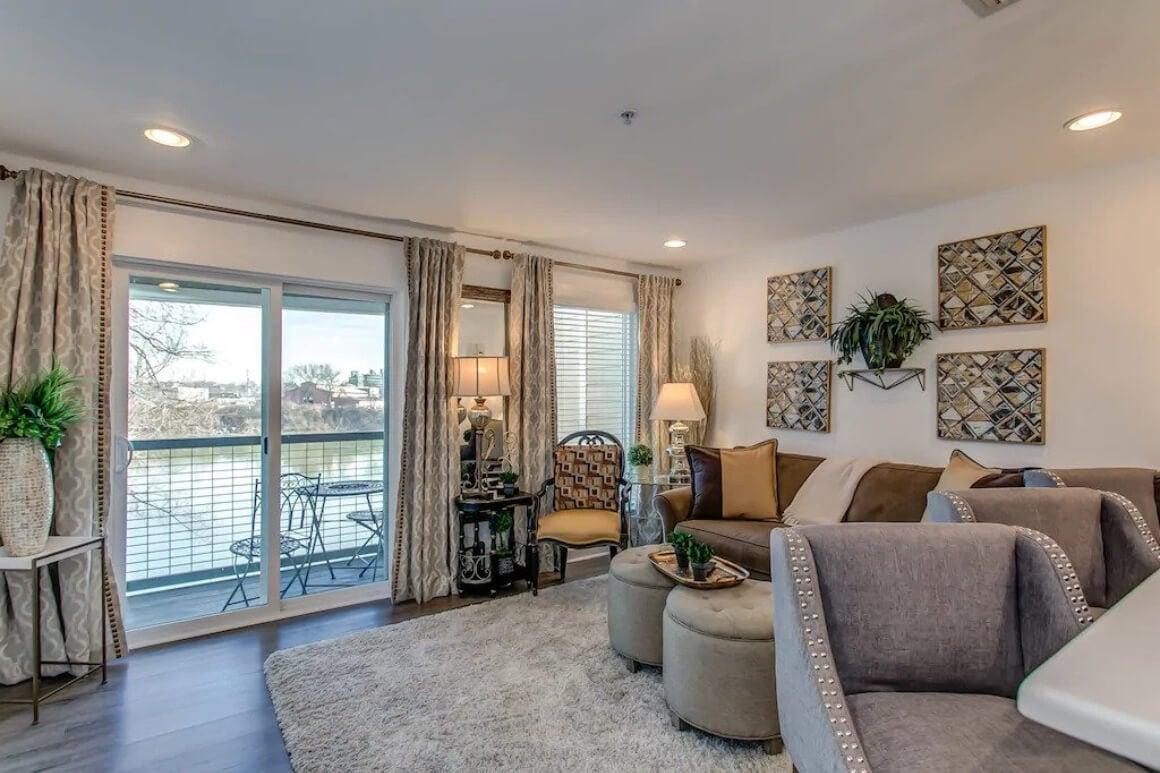 Contemporary Riverside 1 Bed Condo