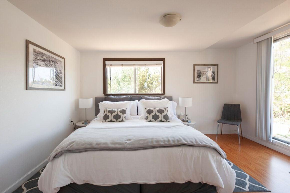 Cottage Loft with Spectacular Views Near Malibu Colony Beach