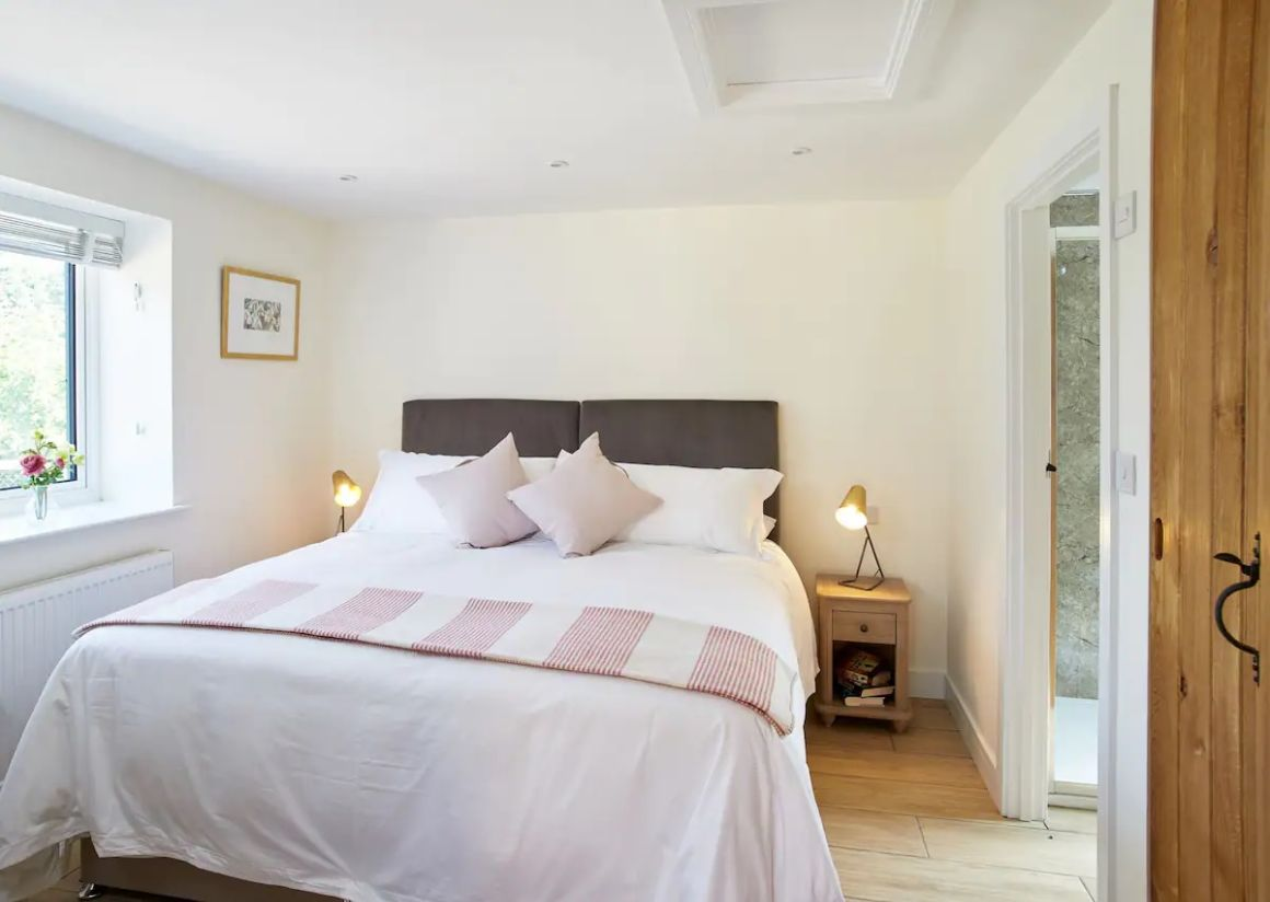 Cottage in Becks perfect for exploring Suffolk and Norfolk with hot tub and shared pool