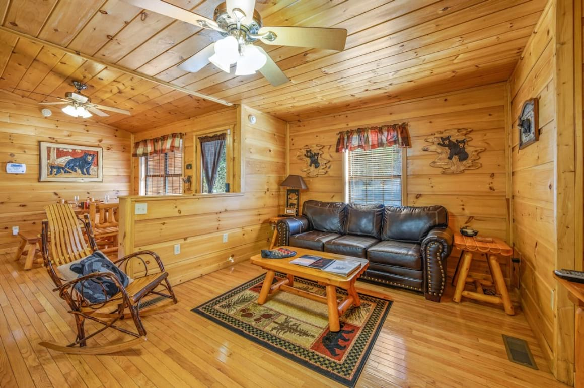 Cozy Cabin in Pigeon Forge