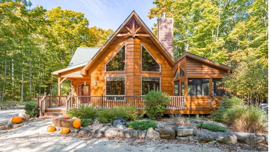 Hand-hewn Log Cabin in Secluded Location